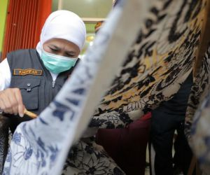 Gubernur Khofifah Ajak Generasi Milenial dan Z Kenalkan Batik Jatim