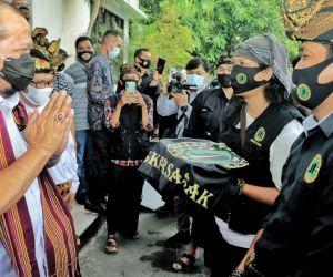 Laskar Sasak Lombok Sambut Kedatangan Ketua DPD RI