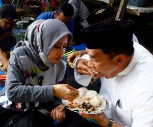 Bikin Baper, BHS-Taufiq Tampil Mesra Bersama Istri