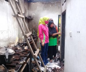 Istri BHS Sambangi Korban Kebakaran, Tangis Haru Pemilik Pecah