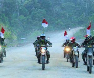 """Sambut HUT RI 2021, Pangdam Kasuari """"Ngetrail"""" 10 Jam Keliling Papua Barat"""