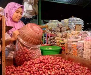 Bawang Merah Beragam Jenis dari Berbagai Daerah Jatim Tersedia di PIOS