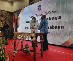 Whisnu Melakukan Serah Terima Jabatan ke Plh Walikota Surabaya